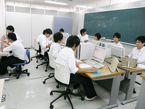 宮浦中学校3年生11名のミニ授業の様子