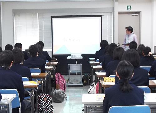 新発田中央高等学校の生徒27名様と先生2名様の見学の様子